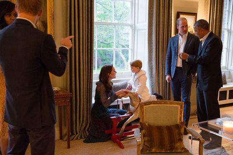 Obamas meet the royals at Kensington Palace