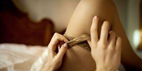 Finger, Skin, Reptile, Hand, Joint, Wrist, Snake, Thumb, Nail, Pattern,