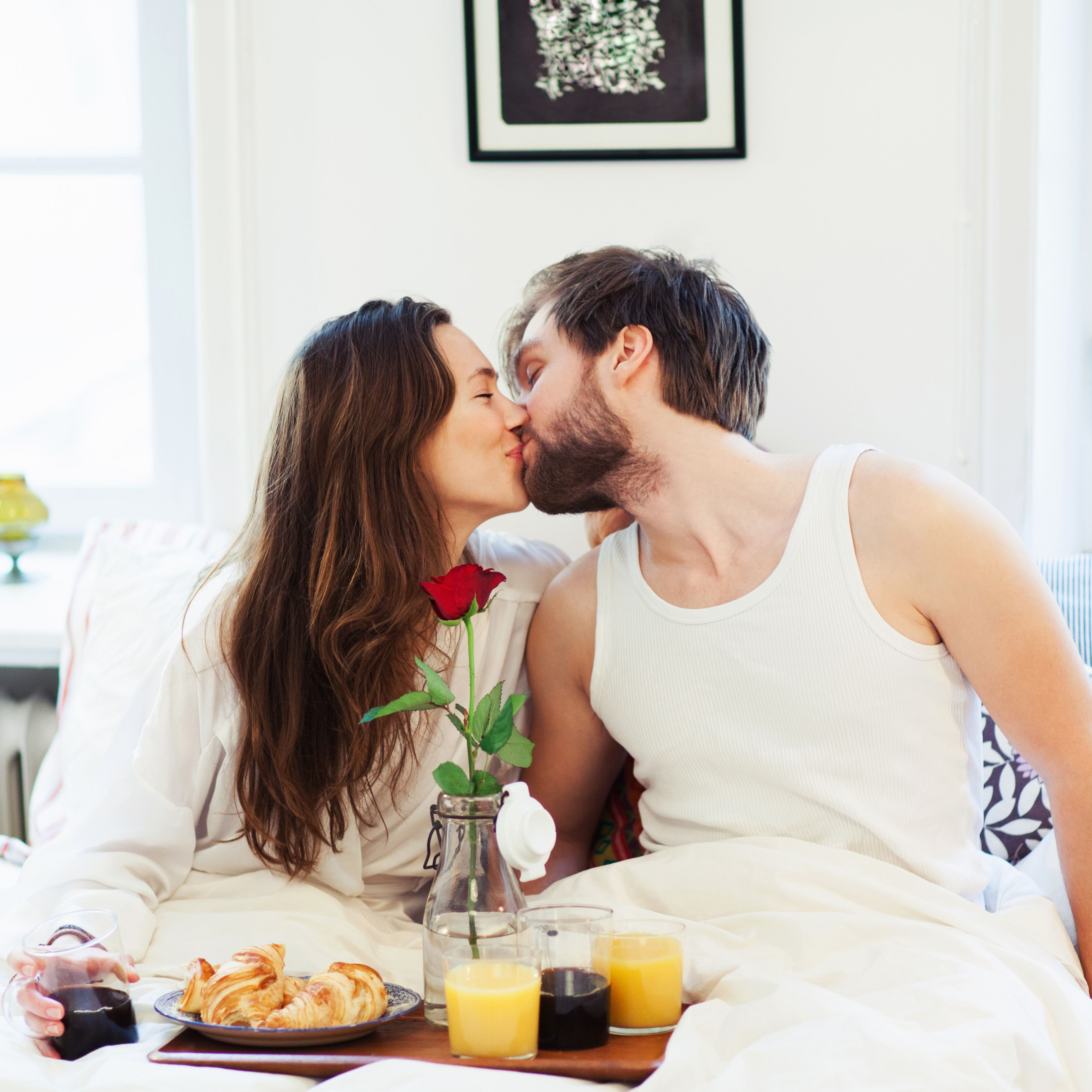 how to make love to your husband on bed