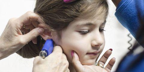 Finger, Lip, Hairstyle, Skin, Eyebrow, Eyelash, Nail, Hair accessory, Organ, Beauty,