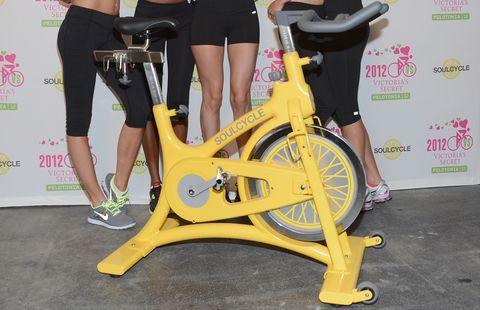 Leg, Bicycle tire, Yellow, Human leg, Bicycle part, Shoe, Bicycle wheel, Bicycle, Bicycle frame, Bicycle wheel rim,
