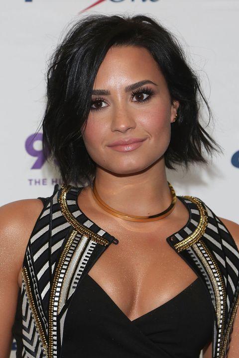 Hair, Hairstyle, Eyebrow, Black hair, Shoulder, Long hair, Layered hair, Brown hair, Fashion model, Eyelash,