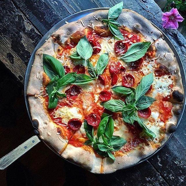 lucali pizza new york pie