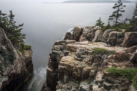Coastal and oceanic landforms, Water resources, Natural landscape, Outcrop, Bedrock, Rock, Terrain, Formation, Klippe, Bank,