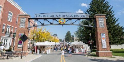 Public space, Town, Landmark, Street, Pedestrian, Signage, Human settlement, Pole, Marketplace, Market,
