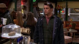 Friends Plot Mistakes - Weird Things You Never Noticed In Friends
