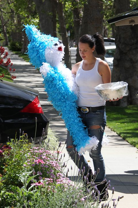 <p>A piñata for Gwen Stefani</p>