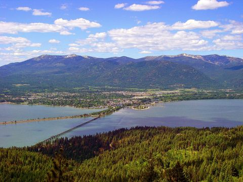 "<p>The number one reason we're bee-lining to Lake Pend Oreille<span class=""redactor-invisible-space"" data-verified=""redactor"" data-redactor-tag=""span"" data-redactor-class=""redactor-invisible-space"">?&nbsp;</span>Well, besides the spectacular views of Montana's Cabinet&nbsp;Mountains and the&nbsp;Selkirk Mountain Range<span class=""redactor-invisible-space"" data-verified=""redactor"" data-redactor-tag=""span"" data-redactor-class=""redactor-invisible-space""></span>, the huckleberry lemonade is a major draw&nbsp;(vodka is a necessary addition if it's after 5 p.m.). &nbsp;<span class=""redactor-invisible-space"" data-verified=""redactor"" data-redactor-tag=""span"" data-redactor-class=""redactor-invisible-space"">After you're done meandering through the walkable downtown, dig into hearty grub at <a href=""http://www.spudsonline.com/"" target=""_blank"" data-tracking-id=""recirc-text-link"">Spuds Waterfront Grill</a>.&nbsp;Festivals abound here, and a few of our favorites include the <a href=""http://www.festivalatsandpoint.com/"" target=""_blank"" data-tracking-id=""recirc-text-link"">Festival at Sandpoint</a>,&nbsp;the <a href=""http://longbridgeswim.org/"" target=""_blank"" data-tracking-id=""recirc-text-link"">Long Bridge Swim</a> (where hundreds of swimmers compete&nbsp;annually), and the 25th annual <a href=""http://www.schweitzer.com/event/fall-fest-2017/"" target=""_blank"" data-tracking-id=""recirc-text-link"">Fall Fest</a>. &nbsp;If you're trying to figure out where to stay, the&nbsp;<a href=""http://www.westernpleasureranch.com/"" target=""_blank"" data-tracking-id=""recirc-text-link"">Western Pleasure Guest Ranch</a>&nbsp;won't disappoint.</span><br></p><p><em data-redactor-tag=""em"" data-verified=""redactor"">For more information, visit&nbsp;<a href=""http://visitsandpoint.com/"">visitsandpoint.com</a>.</em></p>"