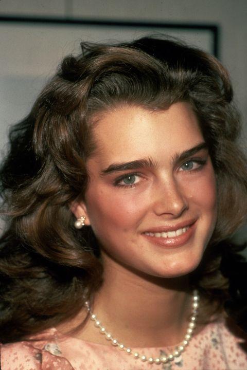 <p>Brooke Shields's naturally bushy brows inspired women to put down the tweezers.</p>