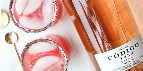 Drink, Peach, Liquid, Nail, Sparkling wine, Food, Lip gloss, Fizz, Wine cocktail,