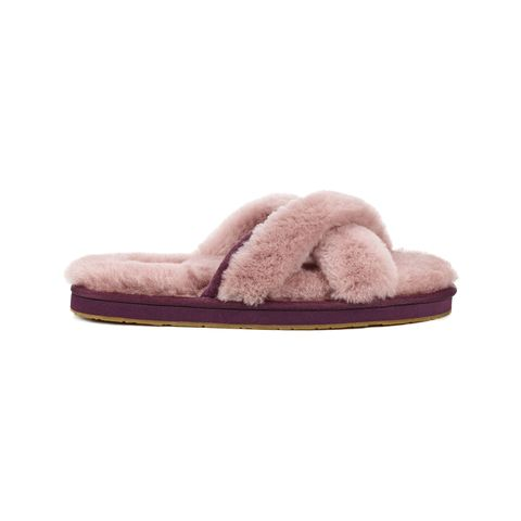 "<p><em data-redactor-tag=""em"" data-verified=""redactor"">(Abela slippers, UGG,&nbsp;$80)</em></p><p><a href=""http://www.ugg.com/womens-slippers/abela/1017548.html?dwvar_1017548_color=DUS#start=6&amp;cgid=womens-slippers"" target=""_blank"" data-tracking-id=""recirc-text-link"" class=""slide-buy--button"">BUY NOW</a></p>"