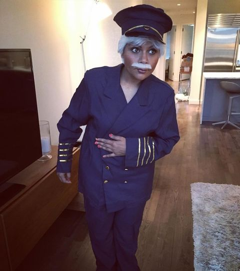 mindy kaling dressed up as tom hanks as sully sullenberger in