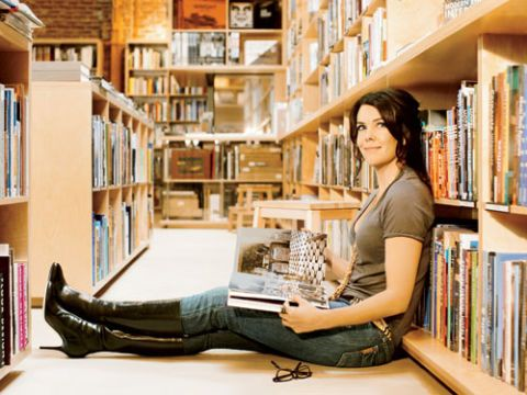lauren graham in bookstore reading