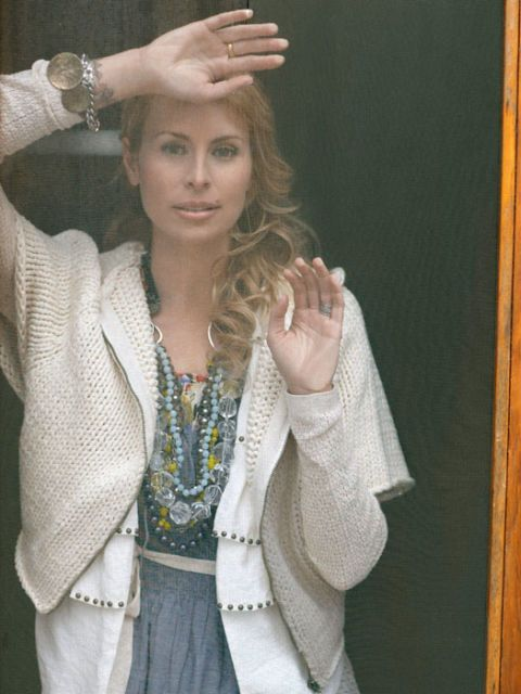 niki taylor at door