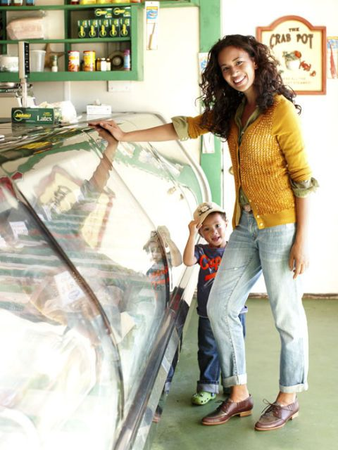 woman wearing boyfriend jeans with child