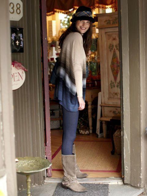 woman wearing jeggings
