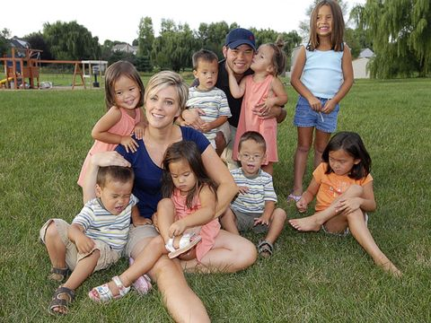 jon and kate gosselin with their eight kids