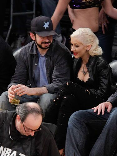 christina aguilera and jordan bratman at basketball game