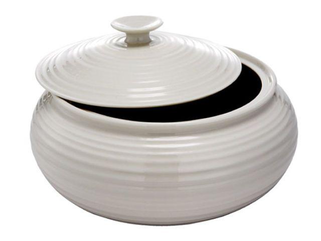 round white ceramic casserole dish with lid
