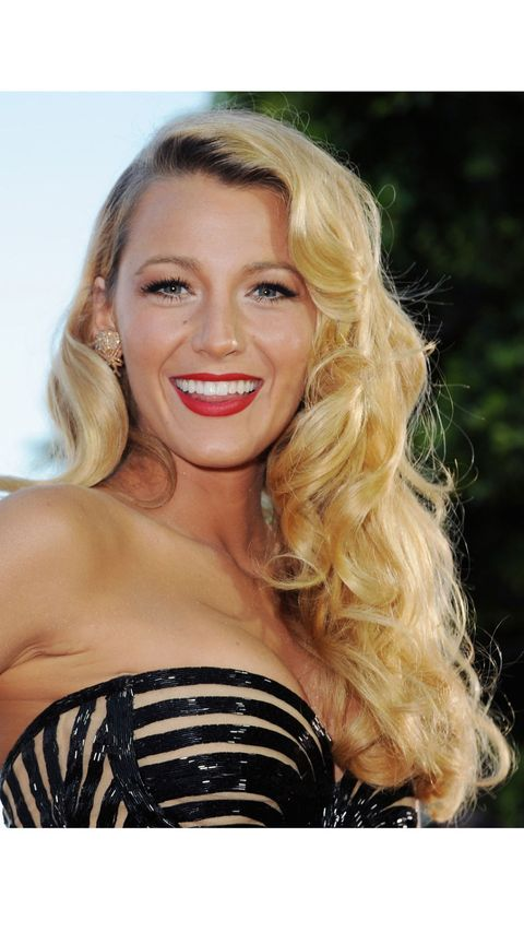 blake lively with big bouncy curls
