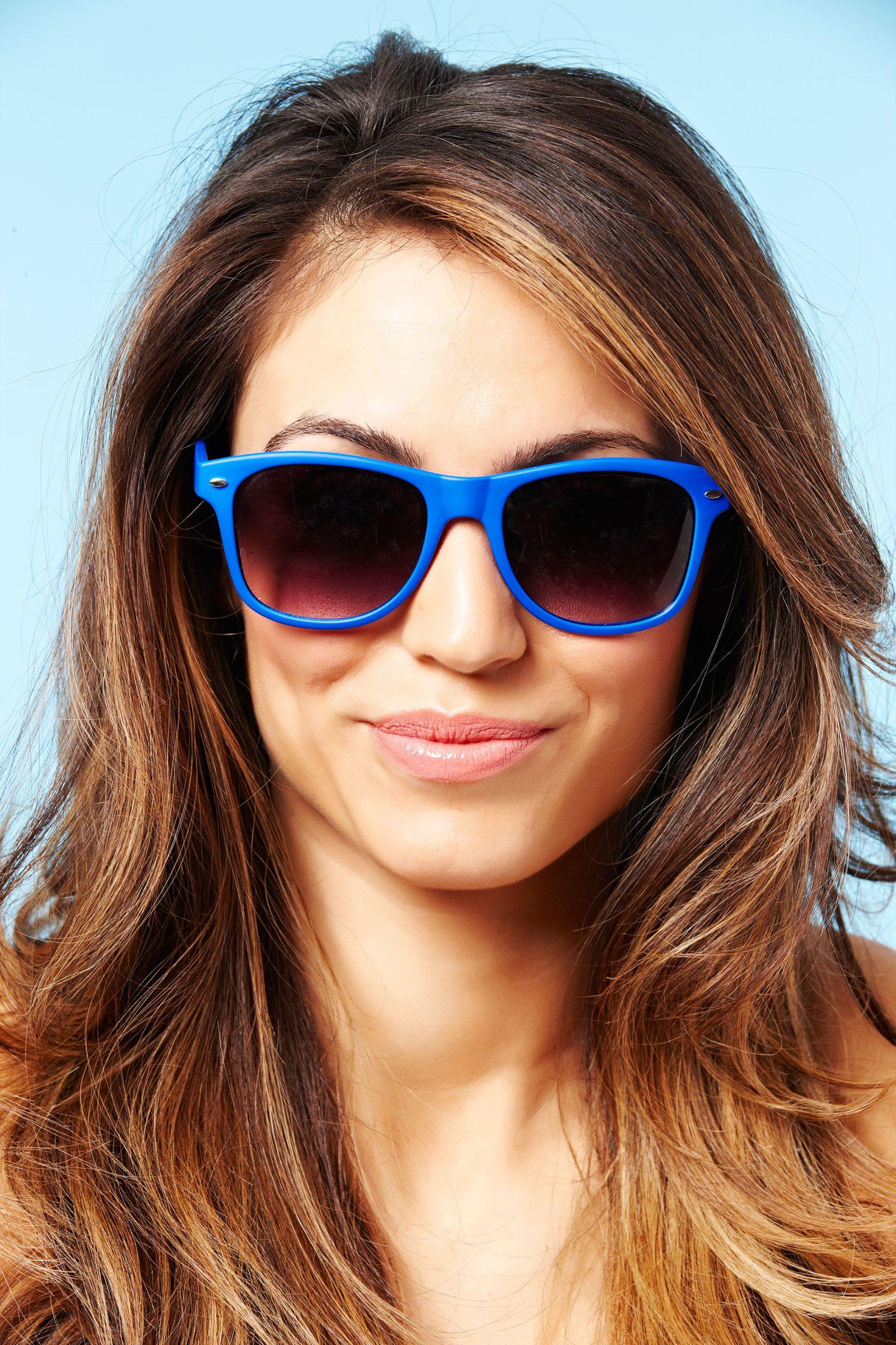 sunglasses and lipstick trend