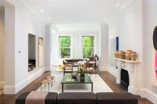 Wood, Room, Interior design, Floor, Flooring, Property, Wall, Living room, House, Ceiling,