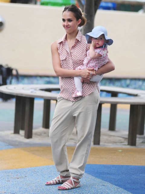 Jessica Alba, mom style, celeb fashion