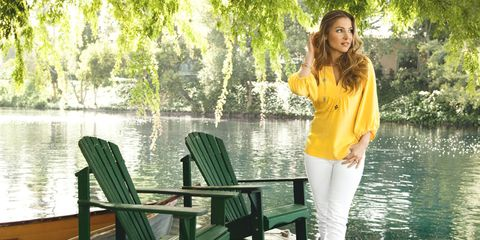 elsa pataky in white jeans and a bright top