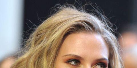 Scarlett Johansson messy hair
