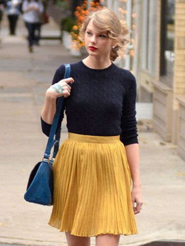 taylor-swift-pleats-de.jpg