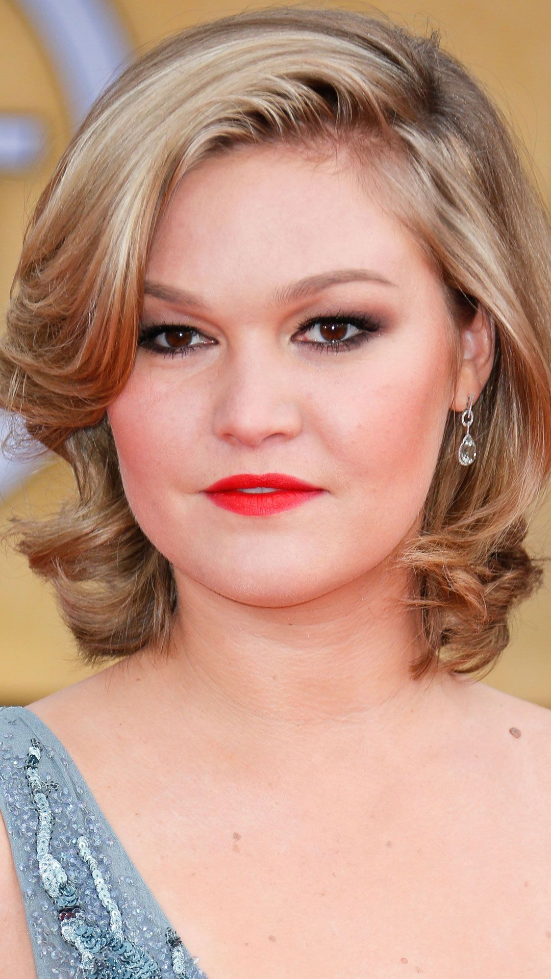 Celebrity Bob Hairstyles – Celebs in Bright Lipstick