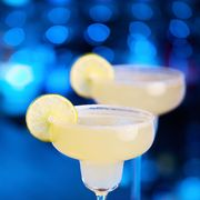 margarita with lime wedge