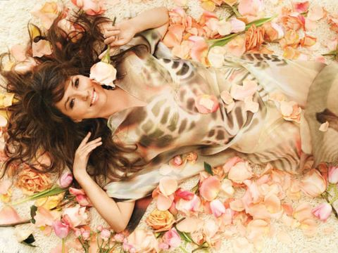 shania twain on a bed of roses