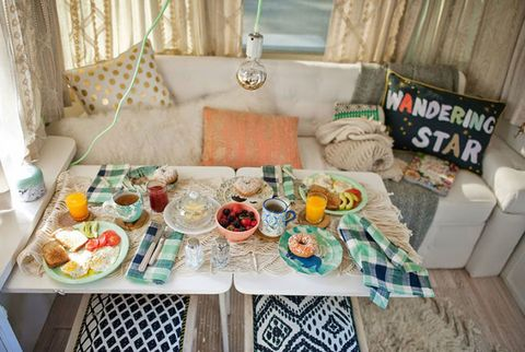Tablecloth, Textile, Interior design, Room, Cuisine, Table, Dishware, Meal, Tableware, Dish,