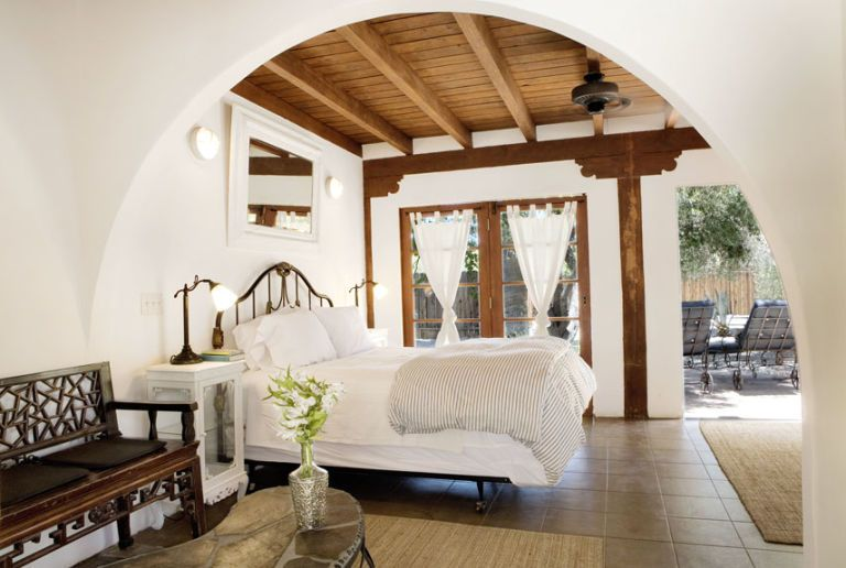cheap romantic hotels inexpensive romantic getaways. Black Bedroom Furniture Sets. Home Design Ideas