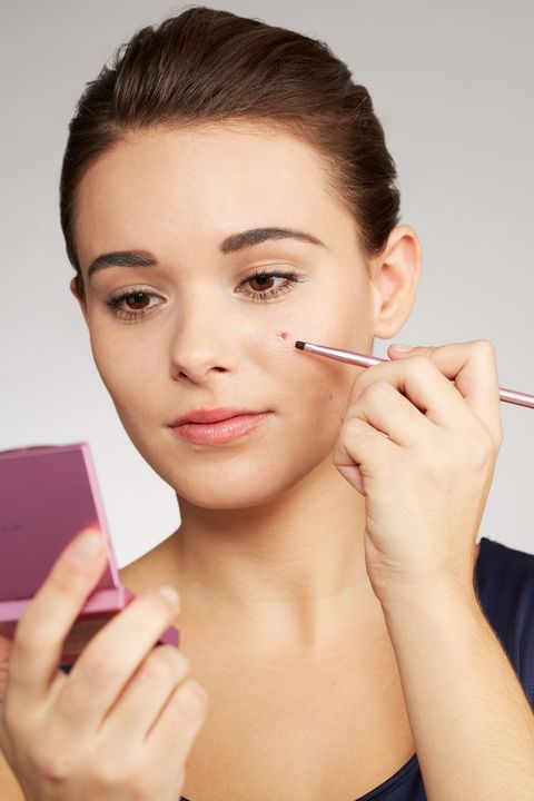 How to hide a pimple with makeup