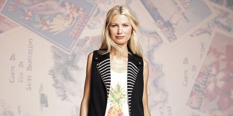 Footwear, Shoulder, Joint, Outerwear, Style, Street fashion, Fashion, Neck, Pattern, Blazer,