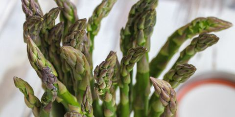Store your asparagus like flowers