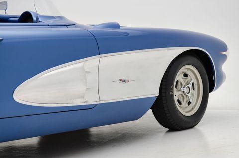 Motor vehicle, Mode of transport, Automotive design, Automotive tire, Automotive exterior, Transport, Automotive wheel system, Classic car, Hood, Rim,
