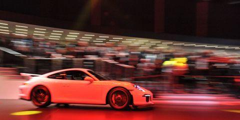 Tire, Wheel, Automotive design, Vehicle, Land vehicle, Rim, Alloy wheel, Performance car, Car, Fender,