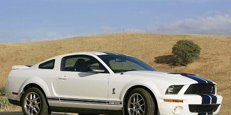 Tire, Motor vehicle, Wheel, Automotive design, Automotive tire, Vehicle, Transport, Hood, Headlamp, Rim,