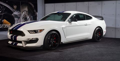 Tire, Motor vehicle, Wheel, Automotive tire, Automotive design, Vehicle, Hood, Automotive wheel system, Headlamp, Rim,