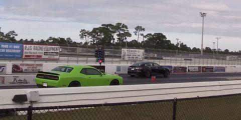 Tesla destroys Dodge Challenger Hellcat at dragstrip