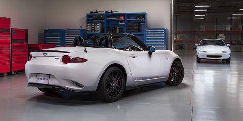Tire, Wheel, Automotive design, Vehicle, Alloy wheel, Land vehicle, Automotive lighting, Rim, Car, Automotive parking light,
