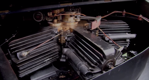 This stationary crankshaft engine is a thing of sorcery