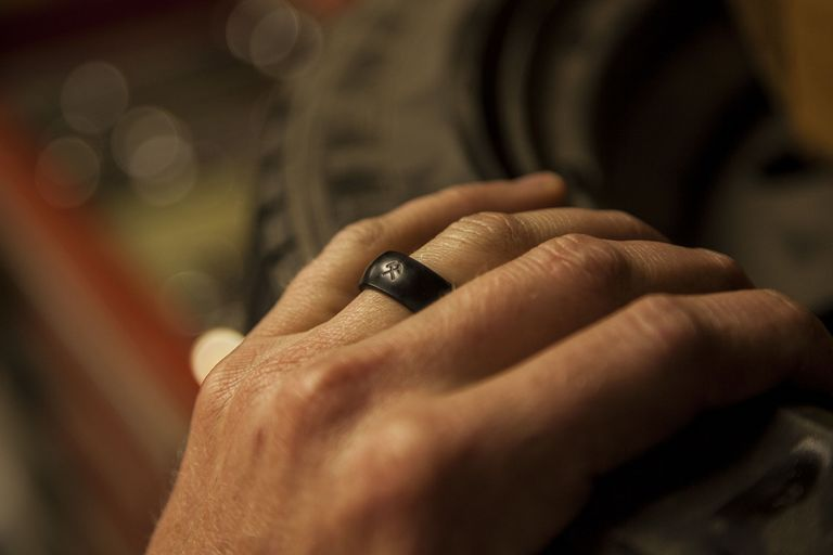 I ditched my wedding ring for a silicone band zach bowman junglespirit Images