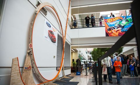 Ford engineer and son set new Hot Wheels loop record