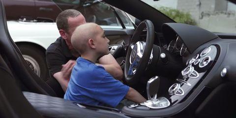 Motor vehicle, Automotive design, Steering part, Steering wheel, Vehicle door, Car seat, T-shirt, Automotive mirror, Luxury vehicle, Personal luxury car,