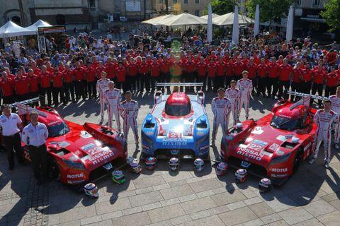 Motor vehicle, Crowd, Classic car, Antique car, Race car, Roadster, Sports car, Motorsport, Classic, Performance car,