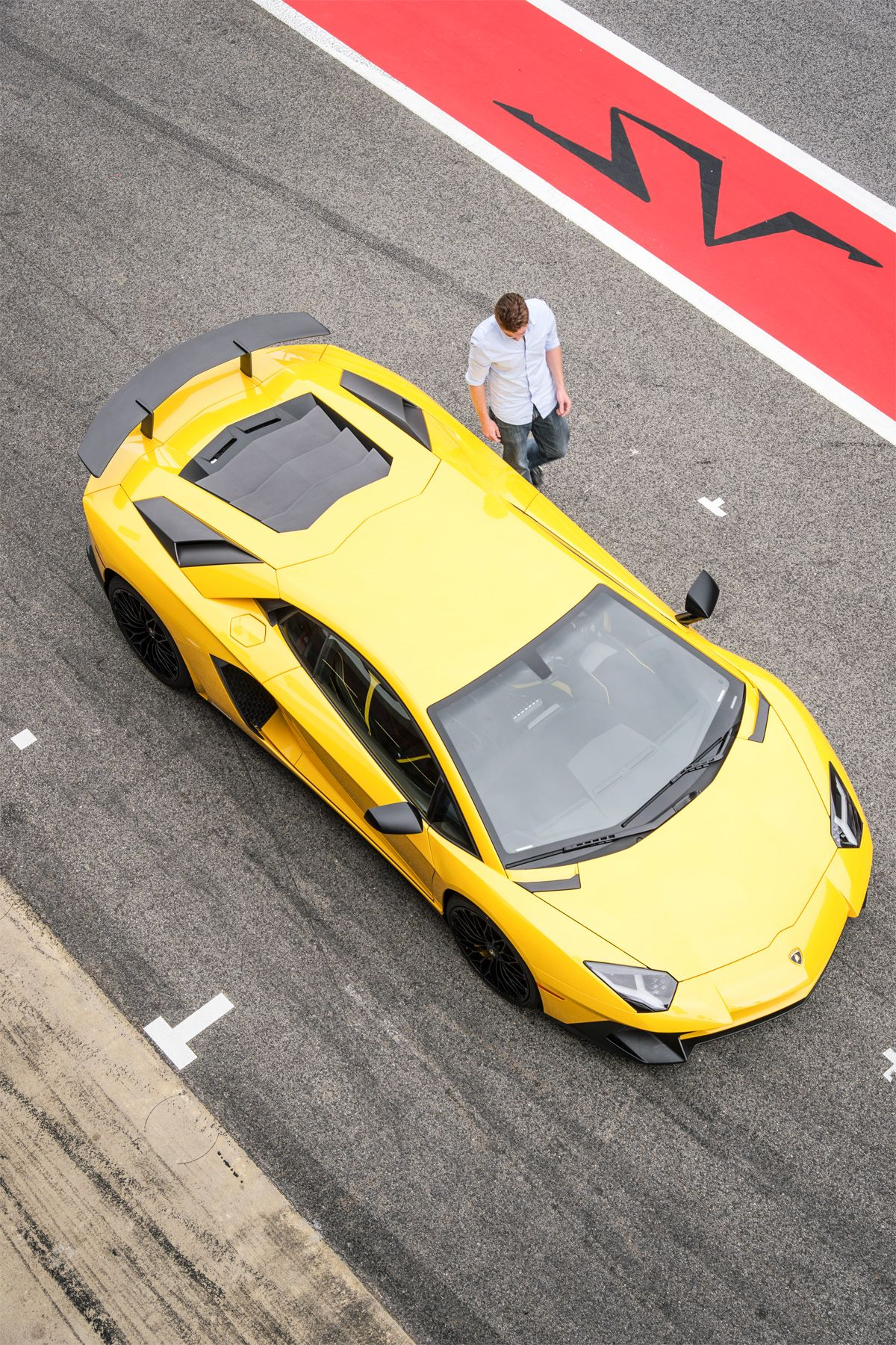 Lamborghini R&D Chief Explains Why Manual Transmissions are Dead
